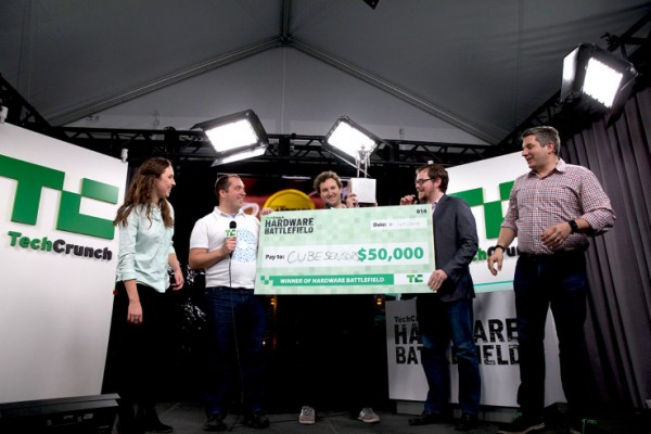 John Biggs handing over the check to the Cubesensors team (photo: TechCrunch)